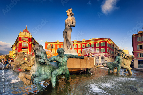 Staande foto Nice Brunnen am Place Massena in Nizza, Südfrankreich