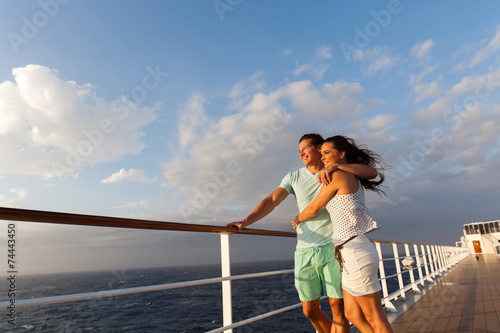 Carta da parati married couple standing on cruise deck