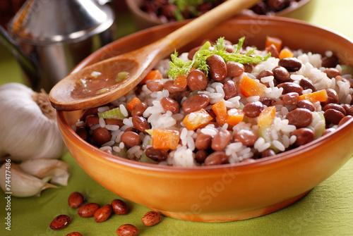 Photo minestra di riso e fagioli