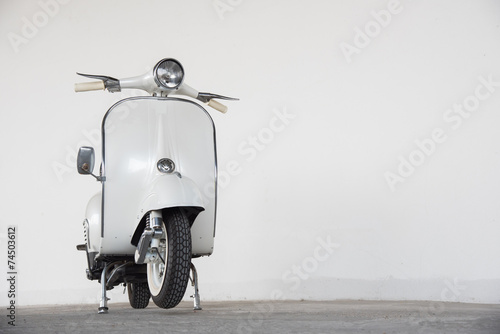 Spoed Foto op Canvas Scooter white scooter
