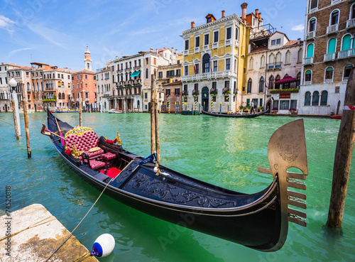 Fototapety, obrazy: Tourists travel on gondolas at canal