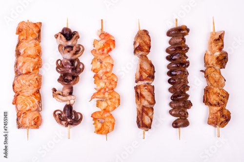Fotografía  set of different meat skewers