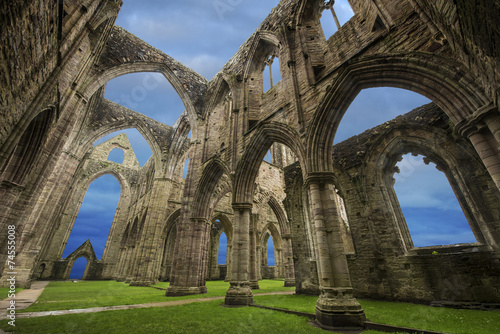 Montage in der Fensternische Ruinen Tintern Abbey, Wales