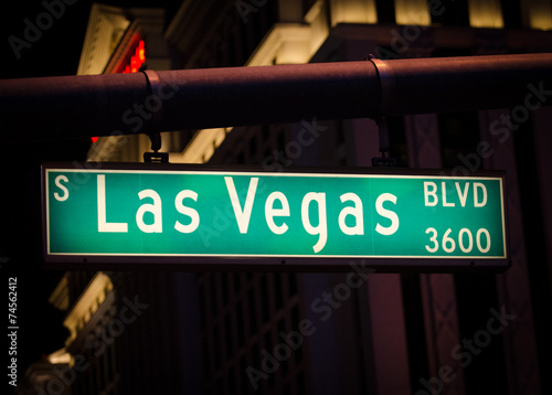 Poster Las Vegas Las Vegas Boulevard street sign at night.