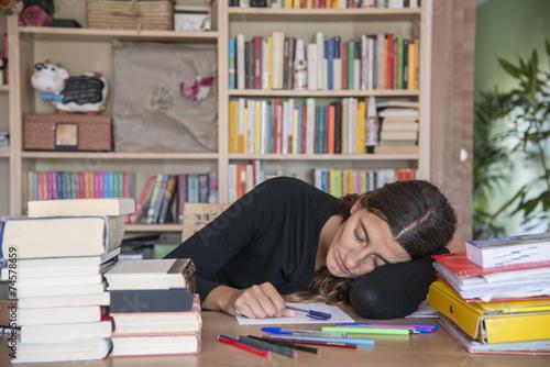 dormire sui libri Canvas Print