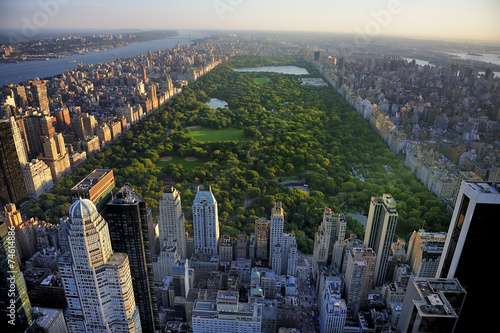 Montage in der Fensternische New York Central Park aerial view, Manhattan, New York; Park is surrounde