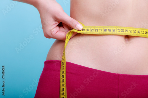Fotografia  Diet. Fitness woman fit girl measuring her waist
