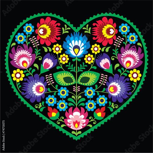 polska-sztuka-ludowa-serce-z-kwiatami-wycinanki-na-czarno