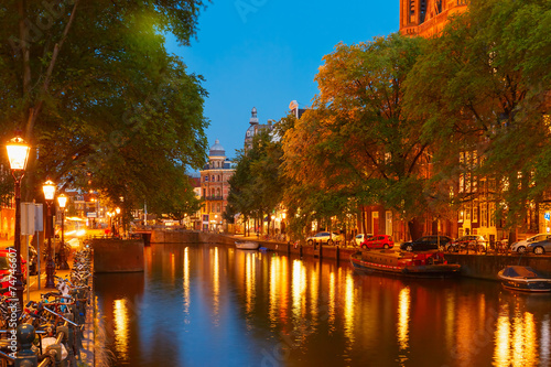 Photo  Night city view of Amsterdam canal and bridge