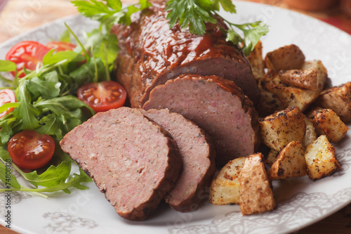 Photo  Meat loaf with roasted potato