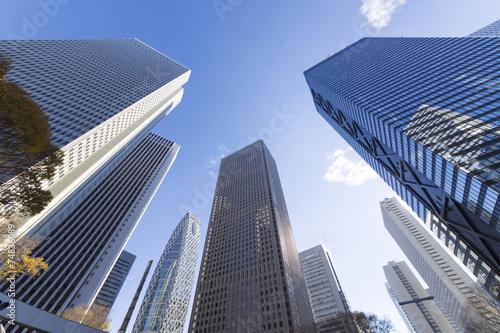 [東京都市風景]澄み切った青空 新宿高層ビル群を見上げる [超広角撮影]