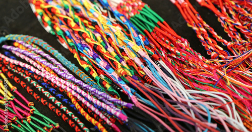 Photo colorful bangles and necklaces wire produced by a expert craftsm