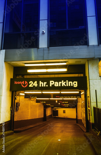 Foto op Aluminium Luchthaven NEW YORK - MAY 18, 2013: 24 hours parking in New York City. Thes