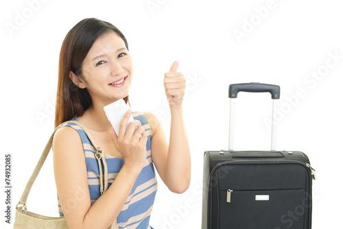 旅行鞄を持つ笑顔の女性 Buy This Stock Photo And Explore Similar