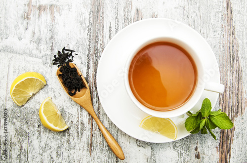 Staande foto Thee Cup of tea with lemon and mint