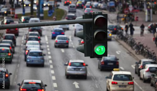 Grüne Ampel, Großstadtverkehr in Hamburg, Deutschland