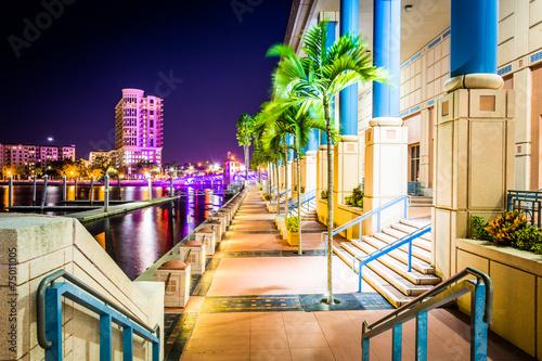 Fotografia, Obraz  The Convention Center and Riverwalk at night in Tampa, Florida.