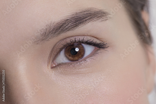 Eye of an attractive young adult woman Canvas-taulu