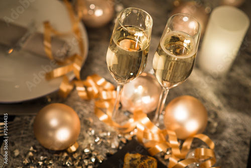 Canvas Print new years eve party table with champagne flute ribon glitter