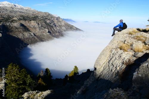 Fotografie, Obraz  Zirvede uçurum kenarından Manzara izlemek
