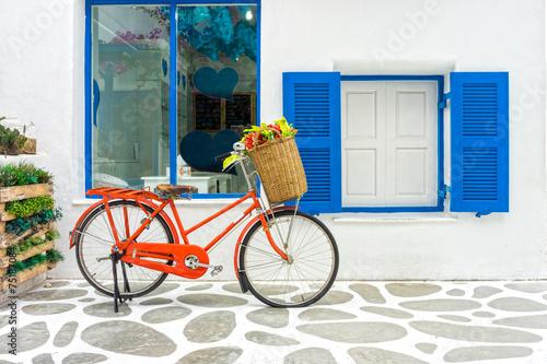 Türaufkleber Fahrrad The decoration of vintage orange bicycle and white building