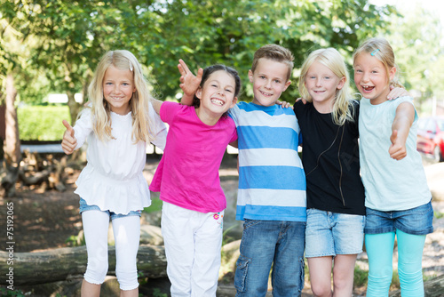Fotografie, Obraz  Kinder auf dem Spielplatz