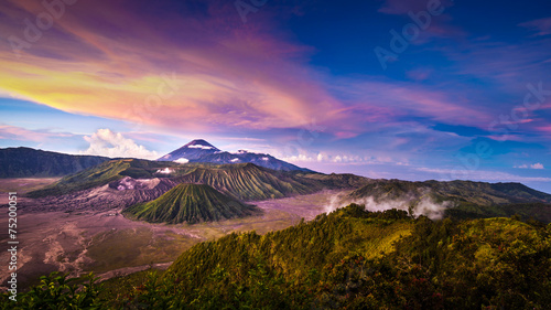 In de dag Indonesië Mount Bromo volcano in East Java, Indonesia