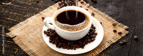 Schluck des frisch gebrühten Kaffees