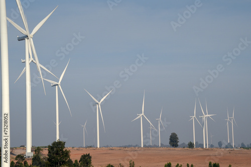 Poster Molens wind turbine against cloudy blue sky background