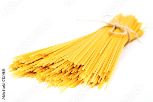 Fotomural Bunch of spaghetti on white background