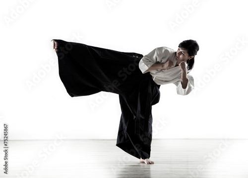Fotografie, Obraz  Krásná žena drží kung-fu