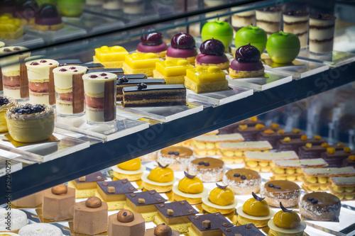 assortiment de gâteaux  en vitrine Fototapeta