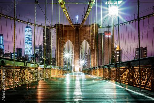 Obraz Empty Brooklyn Bridge pedestrian pathway before sunrise - fototapety do salonu