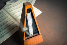 Wooden Metronome Sets The Rhyt...