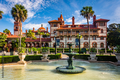 Fountains and Ponce de Leon Hall in St. Augustine, Florida. Wallpaper Mural