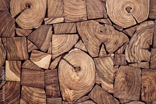 kawalki-drewna-tekowego-tlo-pniu