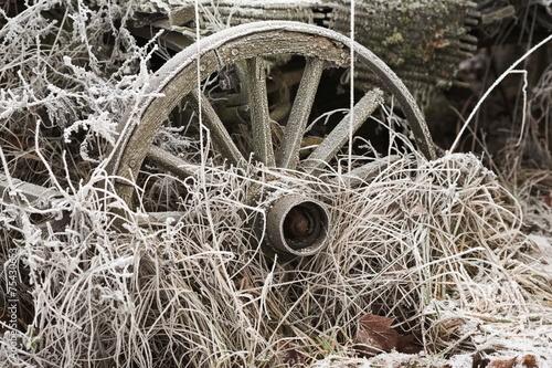 Valokuva  drwniane koło zima