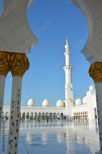 In de dag Abu Dhabi Sheikh Zayed Mosque in Abu Dhabi, UAE