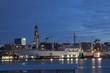 Hamburger Hafen mit Michel, Nachtaufnahme, Deutschland
