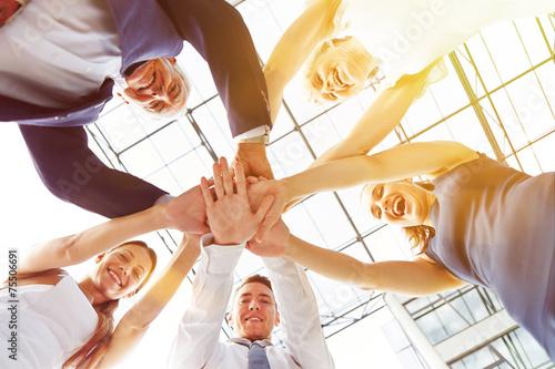 Cuadros en Lienzo Gruppe Geschäftsleute stapelt die Hände
