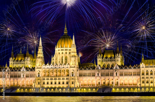 Vászonkép  Fireworks and Hungarian parliament, Budapest
