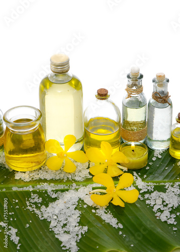 Poster Spa health spa and banana leaf texture with many white salt