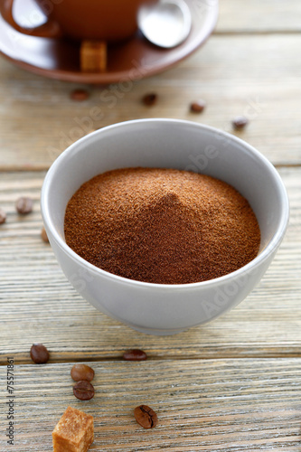 In de dag Chocolade instant coffee in a bowl