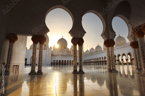 In de dag Dubai Sheikh Zayed mosque in Abu Dhabi,UAE, Middle East