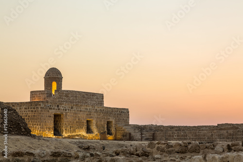 Foto op Canvas Vestingwerk Old Bahrain Fort at Seef at sunset