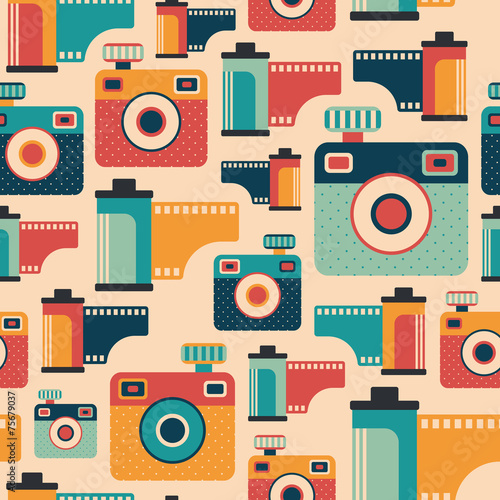 bezszwowy-wzor-z-kolorowymi-retro-kamerami-i-filmami