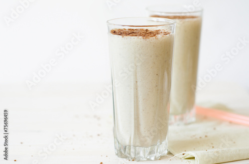 Lait, Milk-shake milkshake with chocolate topping in glass cup