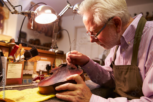 Deurstickers Muziekwinkel Man Restoring Violin In Workshop