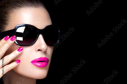 Fotografía  Fashion Model Woman in Black Oversized Sunglasses