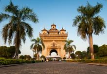 Patuxay(Patuxai) Victory Gate ...